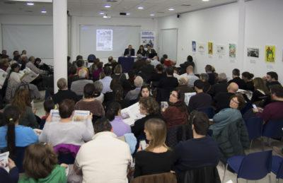 La Biblioteca Mestra Maria Antònia s'omple en la presentació del Torredembarra Actualitat
