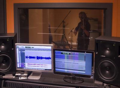IMATGES l Visita dels subscriptors a l'enregistrament del nou disc del grup Tres