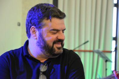 """El periodista Òscar Ramírez presenta dijous el seu nou llibre """"Les arrels del camí que no et retorna"""" a la Biblioteca d'Altafulla"""