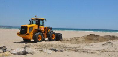 Es comencen a extraure 5.000 m3 de sorra de la platja de la Paella per a restaurar els efectes del temporal Glòria