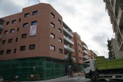ESPECIAL CONSTRUCCIÓ l L'obra nova revifa a Torredembarra amb molta prudència
