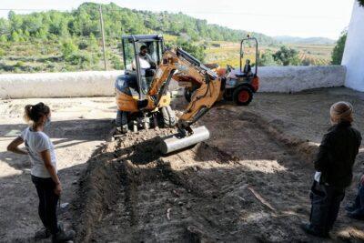 Els arqueòlegs inicien l'obertura de la fossa situada al cementiri municipal de Salomó