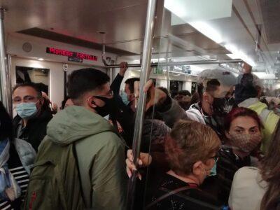 FOTO DENÚNCIA l Així anava el tren cap a Barcelona aquest matí