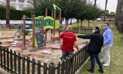 Roda de Berà renova cinc dels seus parcs infantils