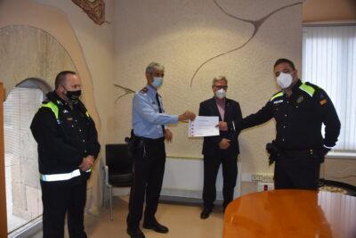 L'agent Albert Vilà de la Policia Local de Torredembarra rep un reconeixement dels Mossos