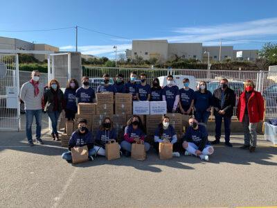 Els joves de l'Institut de Roda de Berà recapten 28 caixes d'aliments i productes de primera necessitat