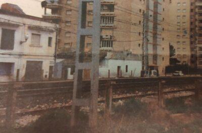 ARA FA 25 ANYS l Polèmica de la tanca de 2,5 metres d'alçada a la via del tren i imminent finalització de les obres del CAP