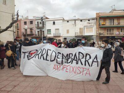 CRÒNICA l Alta tensió en la concentració antifeixista a Torredembarra