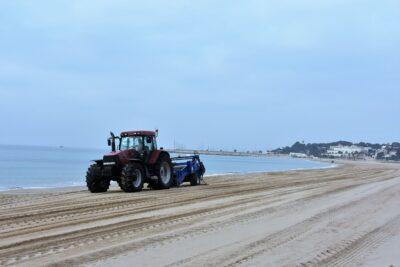 Les platges de Torredembarra es posen a punt per la Setmana Santa