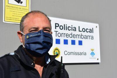 La Policia Local reparteix 2.300 mascaretes a les escoles i instituts de Torredembarra per celebrar els 30 anys d'educació viària
