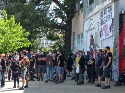 CRÒNICA l Les Naus aconsegueixen ajornar el desallotjament fins el 15 de juny