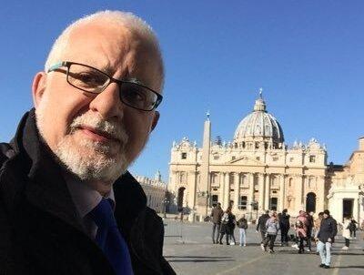 Vicenç Lozano presenta el seu llibre sobre intrigues vaticanes a Torredembarra